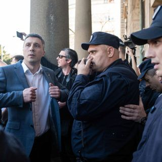 """Far right party Dveri to gain the most out of """"1 in 5 million"""" oppositional protests in Serbia?"""